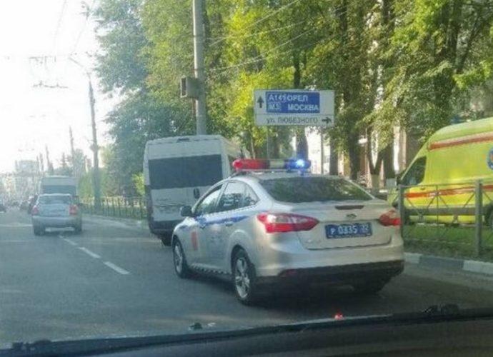 Маршрутка попала в серьезную аварию в центре Брянска