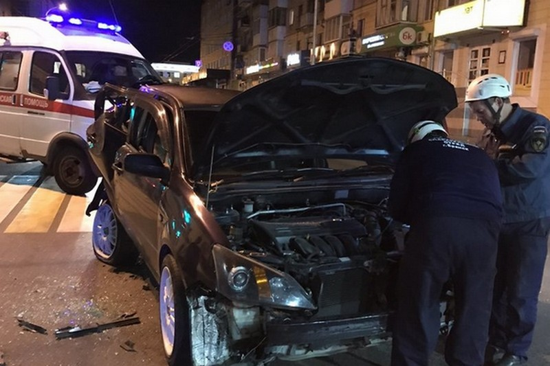 авария-проспектЛенина-брянск-много машин-ночь18092020 (4)