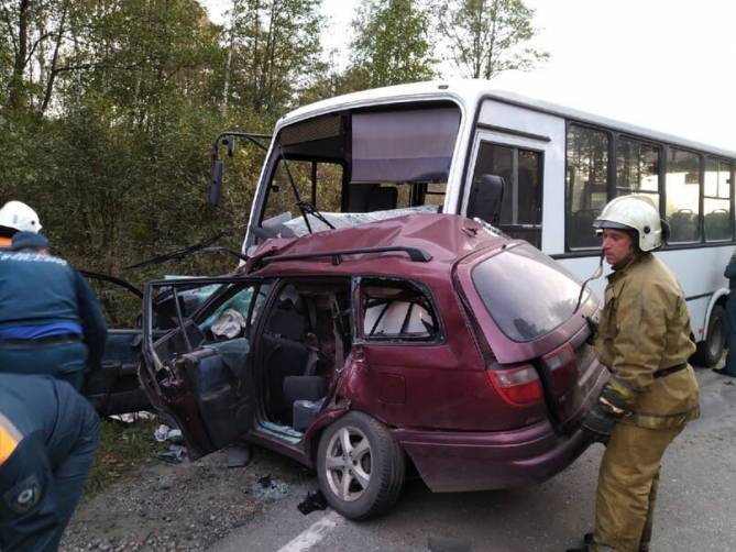 авария-свень-автобус-легковушка-погибла женщина-отвлеклась