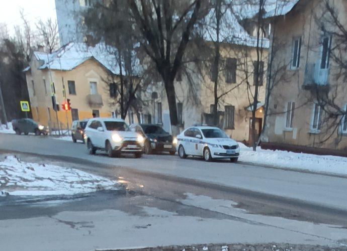столкунулись легковушки-авария-дтп-тойота-советская-20210311-2